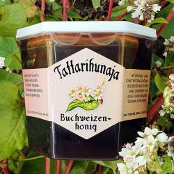 The beautiful buckwheat of the barren Nordic farmlands gives its dark aroma to our Buckwheat honey.